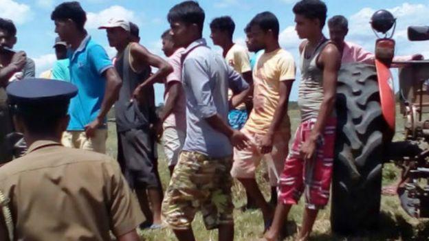 160421161754_sinhala_farmers_srilanka_512x288_bbc_nocredit