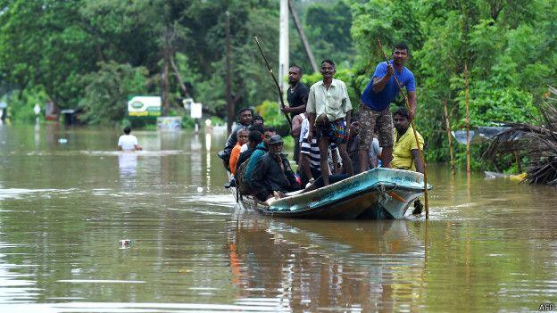 160519155339_srilanka_flood_boat_624x351_afp