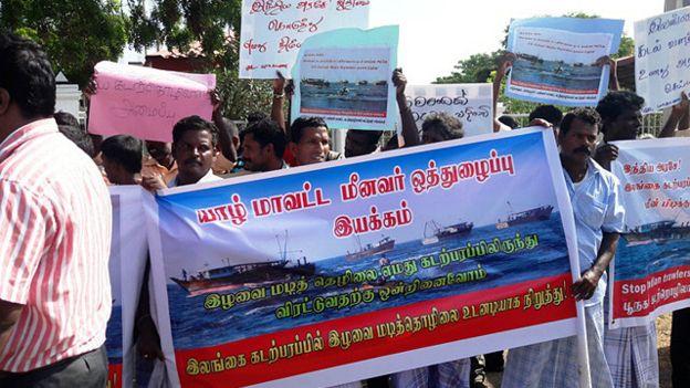 160712074617_srilankafishermenjaffna_640x360_bbc_nocredit