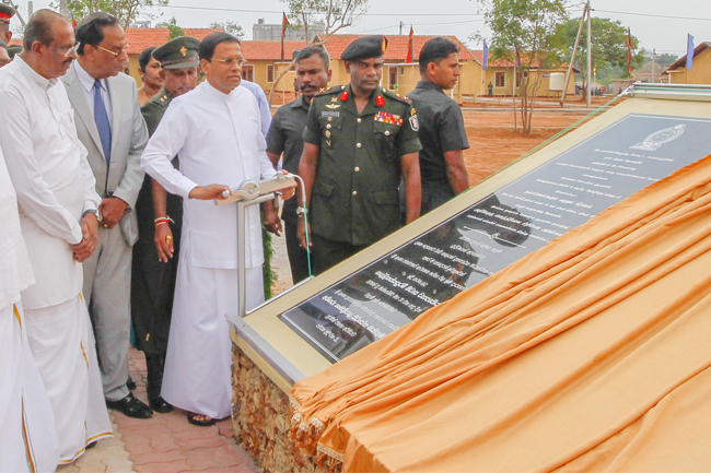president_hands_over_houses_to_jaffna_idps_20161101_02p1